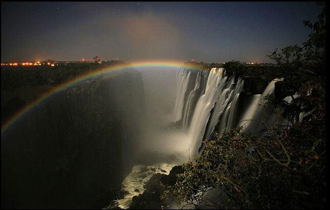 moonbow-victoria-falls